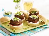 Burger mit Ziegenfrischkäsecreme und Gurken-Minze-Salsa Rezept