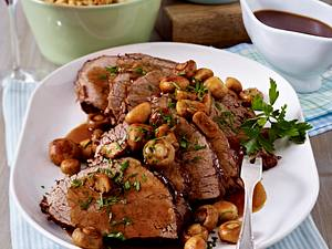 Burgunderbraten mit gerösteten Spätzle und Blattsalat Rezept