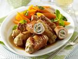 Butter-Putenröllchen mit Basilikum-Möhren und gebratenen Gnocchi Rezept