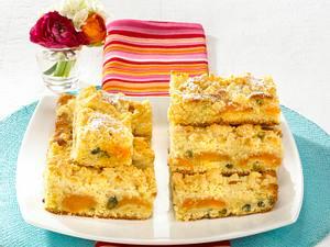 Buttermilch-Aprikosenkuchen vom Blech mit Vanillestreuseln Rezept