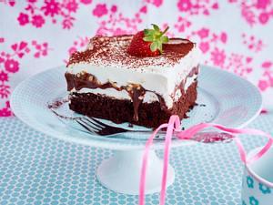 Buttermilch-Brownie mit Schokokussfüllung und Karamell-Schokosoße Rezept