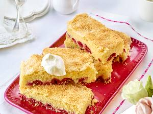 Buttermilch-Kokoskuchen mit Kirschen Rezept