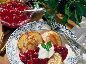 Buttermilch-Plinsen mit Kirschen Rezept