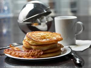 Buttermilchpfannkuchen mit Speck Rezept
