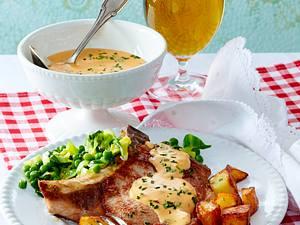 Café de Paris-Buttersoße zu Iberico-Schweinekotelett, Butterspitzkohl und Röstkartoffeln Rezept