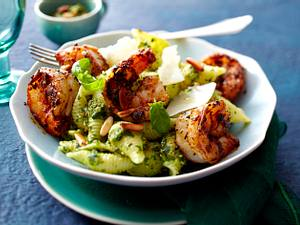 Cajun-Garnelen mit Muschelnudeln und Spinat-Pesto Rezept