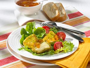 Camembert-Ecken im Pistazienmantel mit Mangochutney auf Salat Rezept