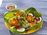 Camembert-Salat mit Preiselbeersoße Rezept