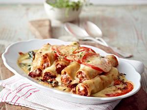 Cannelloni bolognese im Spinatbett Rezept