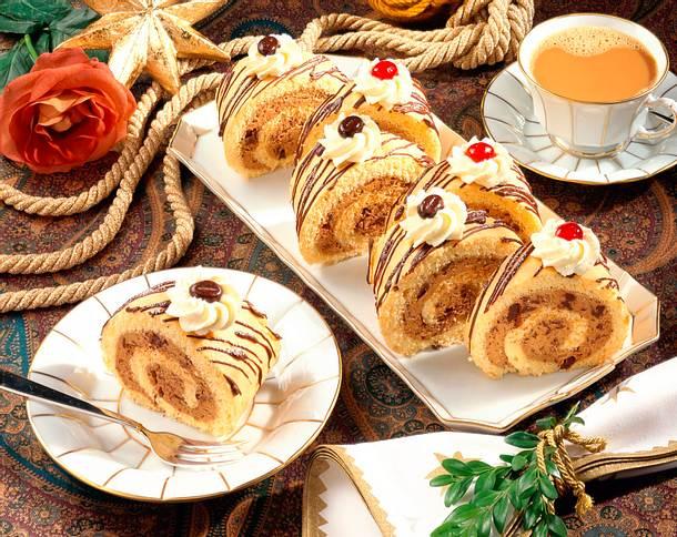 Cappuccino-Biskuitrolle Rezept