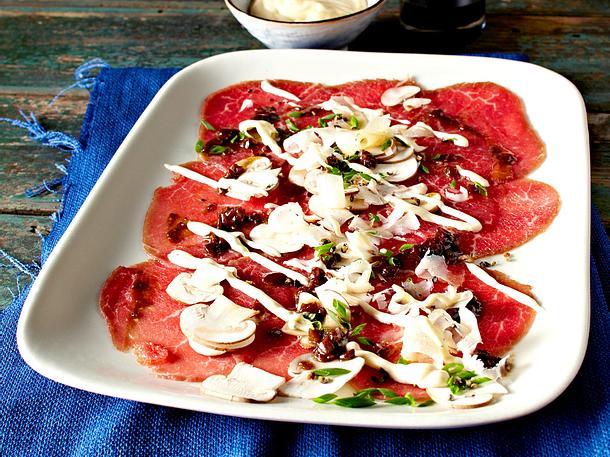 Carpaccio mit Pilzen und Schalottenkonfitüre Rezept