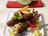 Cevapcici mit Kartoffelspalten und Aiwar-Dip Rezept