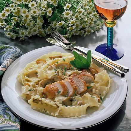 Champignon-Salbei-Nudeln mit Hähnchenbrust Rezept