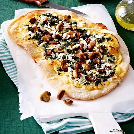 champingnon spinat pizza mit ziegenfrischk secreme und rettich rezept lecker. Black Bedroom Furniture Sets. Home Design Ideas