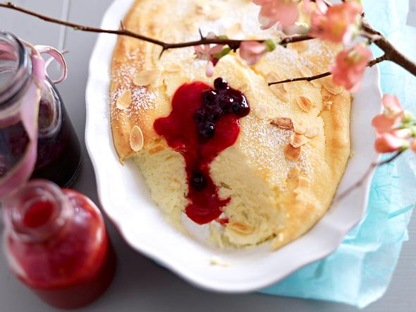 Cheesecakecreme mit Erdbeer-und Heidelbeersoße Rezept