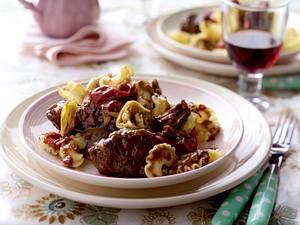 Chianti-Gulasch mit Artischocken und Paprika Rezept