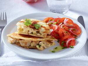 Chicken-Quesadillas mit Tomatensalat Rezept