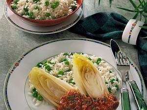 Chicorée mit Tomaten-Hacksoße auf Reis Rezept