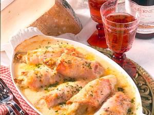 Chicorée-Puten-Rollen mit Sauce Mornay Rezept
