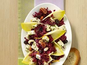 Chicorée-Rotkohlsalat mit Studentenfutter Rezept