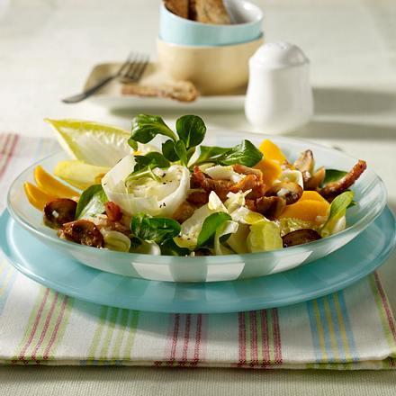 Chicoréesalat mit gebratenen Putenstreifen und Champignons Rezept