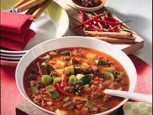 Chilisuppe mit Hack, Porree, Zucchini und Tomaten Rezept