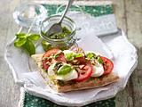 Ciabatta caprese mit Mandel-Kräuter-Pesto Rezept