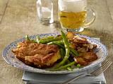 Cordon bleu zu Bratkartoffeln und Bohnengemüse Rezept