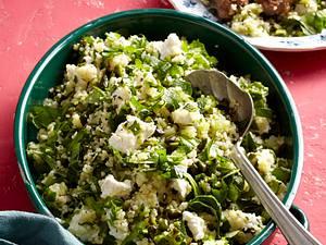 Couscous-Salat mit Pistazien, Ziegenfrischkäse und Hackröllchen Rezept