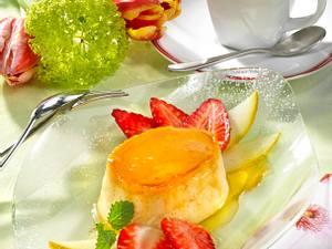 Creme Caramel mit Erdbeer-Melonen-Carpaccio Rezept