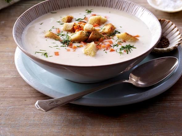Cremige Fischsuppe mit Räucherlachs Rezept