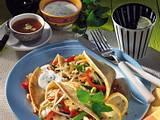 Crêpes mit Gemüsefüllung und Joghurt-Minzsauce Rezept