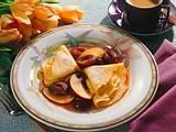 Crêpes mit Pflaumen-Apfel-Karamellsoße Rezept