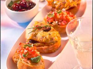 Crostinis mit Tomate und Basilikum und Crostinis mit Rührei Rezept