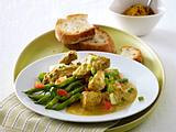 Curry-Geschnetzeltes mit Lauchzwiebeln auf grünen Bohnen Rezept