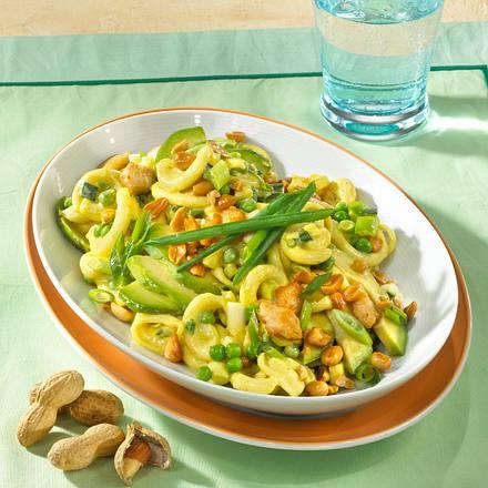 Curry-Nudel-Salat mit Erdnüssen Rezept