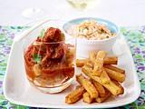 Currywurst deluxe zu Pommes und Farmersalat Rezept
