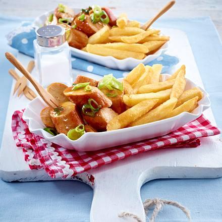 currywurst pfanne mit pommes frites rezept lecker. Black Bedroom Furniture Sets. Home Design Ideas