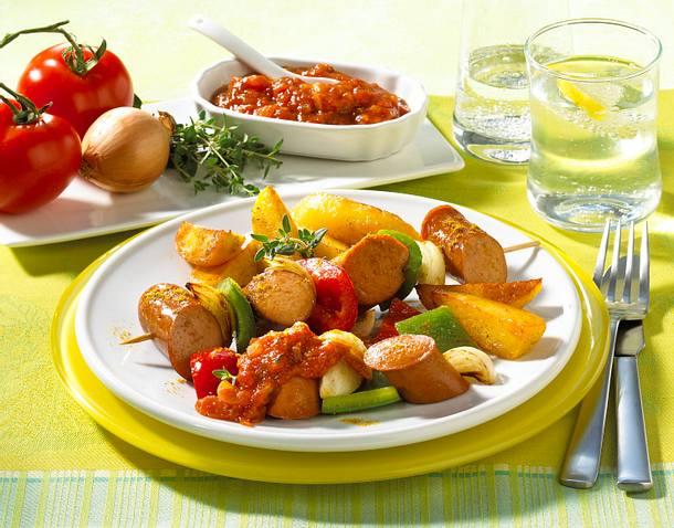 Currywurstspieß mit Kartoffelspalten Rezept