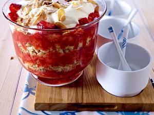 Dänisches Erdbeerdessert mit Sahne Rezept