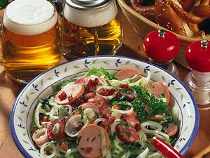 Deftiger Krautsalat mit zweierlei Wurst Rezept