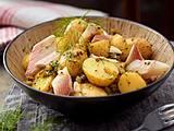Dill-Kartoffelsalat mit Räucherforelle Rezept