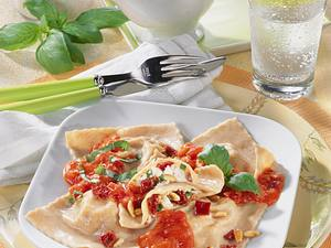 Dinkel-Ravioli mit Tomaten & Feta Rezept