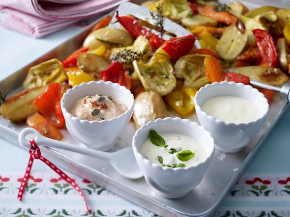 Dreierlei Aioli zu Ofengemüse aus Kartoffelspalten, Möhren, Paprika und Artischocken Rezept