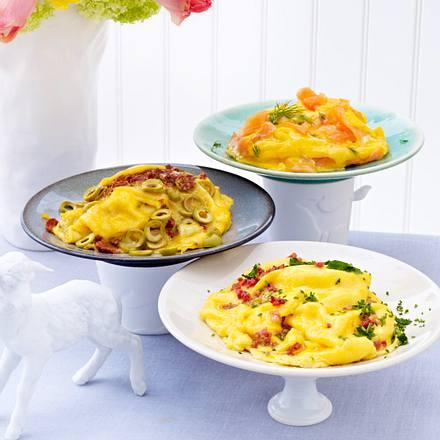 Dreierlei Rührei: mit Speck und Kräutern, mit Lachs und Meerrettich, mit getrockneten Tomaten und Oliven Rezept