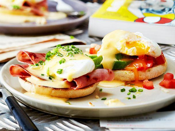 Eggs Benedict klassisch und mit Avocado Rezept