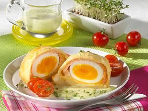 Eier im Blätterteigmantel mit geräuchertem Lachs und Meerettich auf Kressesoße Rezept