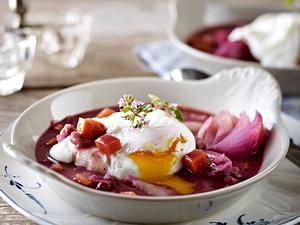 Eier in Rotweinsoße Rezept