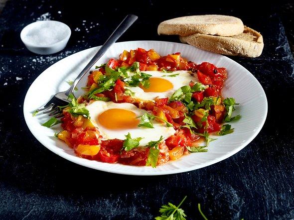 Eier mit Paprika und Tomaten aus dem Ofen Rezept
