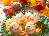 Eierfrösche auf Zwiebelsalat Rezept